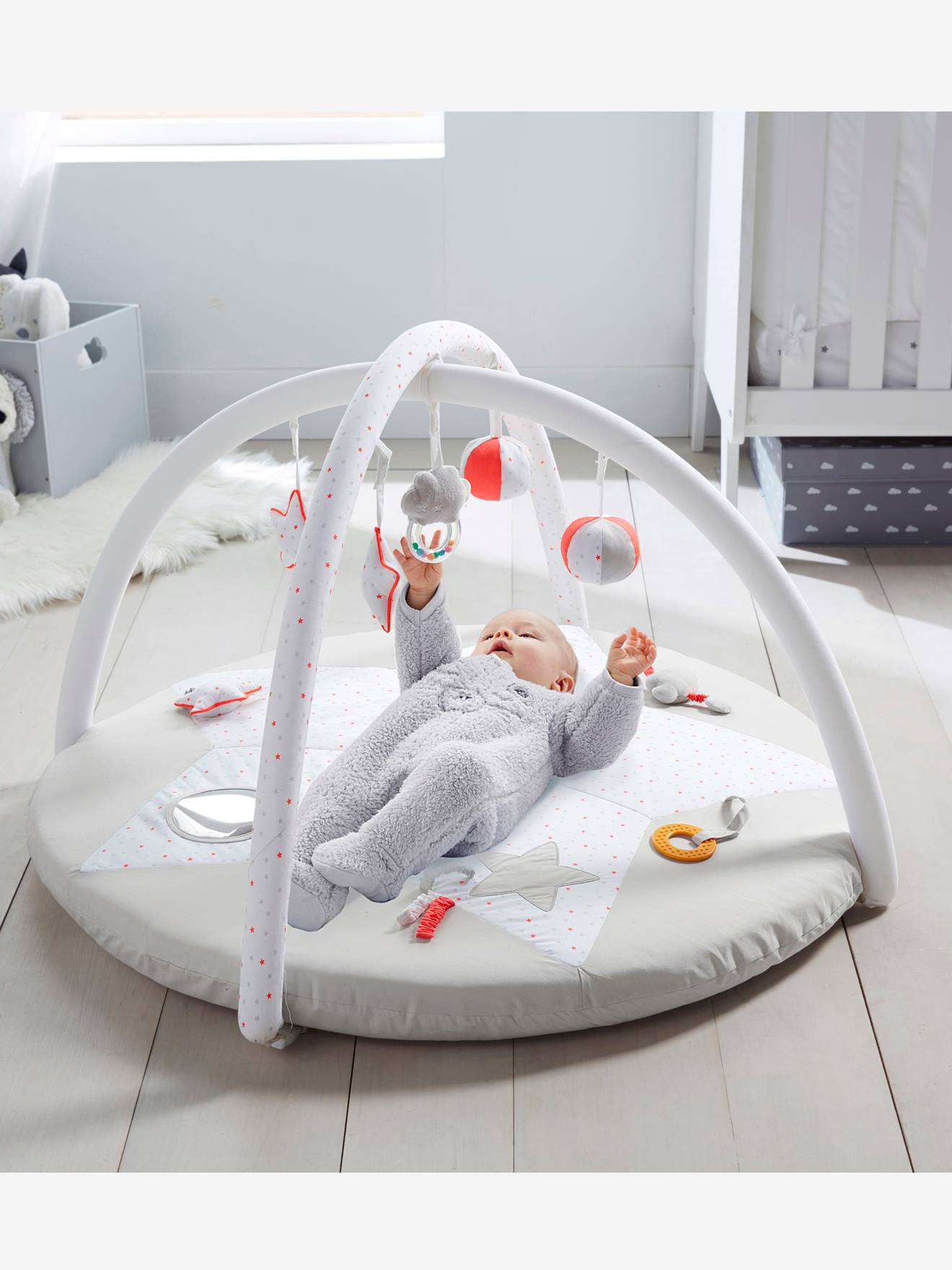 stunning tapis duveil pluie dutoiles blanc imprim vertbaudet enfant with tapis nuage blanc. Black Bedroom Furniture Sets. Home Design Ideas