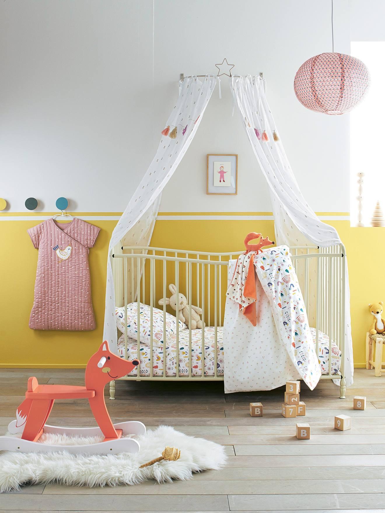 vertbaudet lit bebe lit bb romantique barreaux blanc vertbaudet enfant with vertbaudet lit bebe. Black Bedroom Furniture Sets. Home Design Ideas