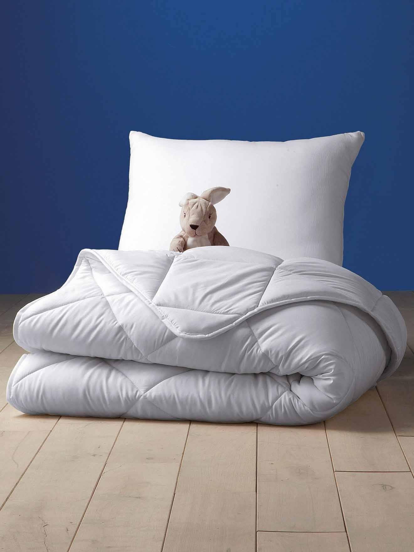 couette 4 saisons 140x200 affordable couettes saisons. Black Bedroom Furniture Sets. Home Design Ideas