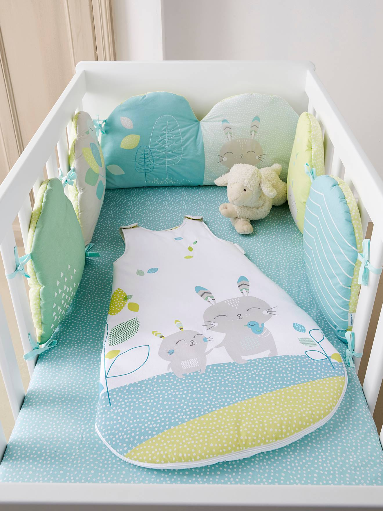 perfect meubles et linge de litlinge de lit bbtour de littour with tour de lit mixte. Black Bedroom Furniture Sets. Home Design Ideas